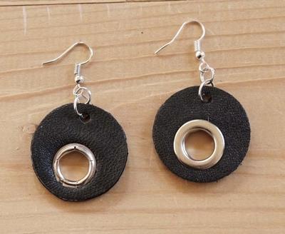 """Oorbellen """" Rondjes met ringen """" zwart"""
