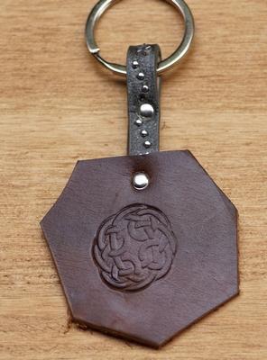 """Sleutelhanger van leer """" Celtic knot """" Donker bruin"""