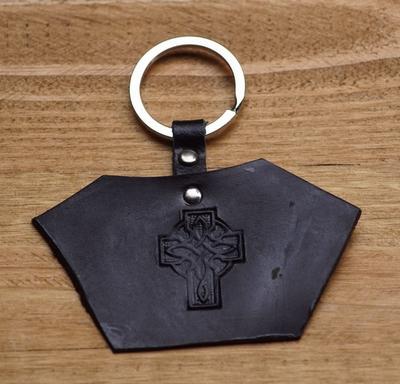"""Sleutelhanger van leer """" Keltisch kruis """" Zwart"""